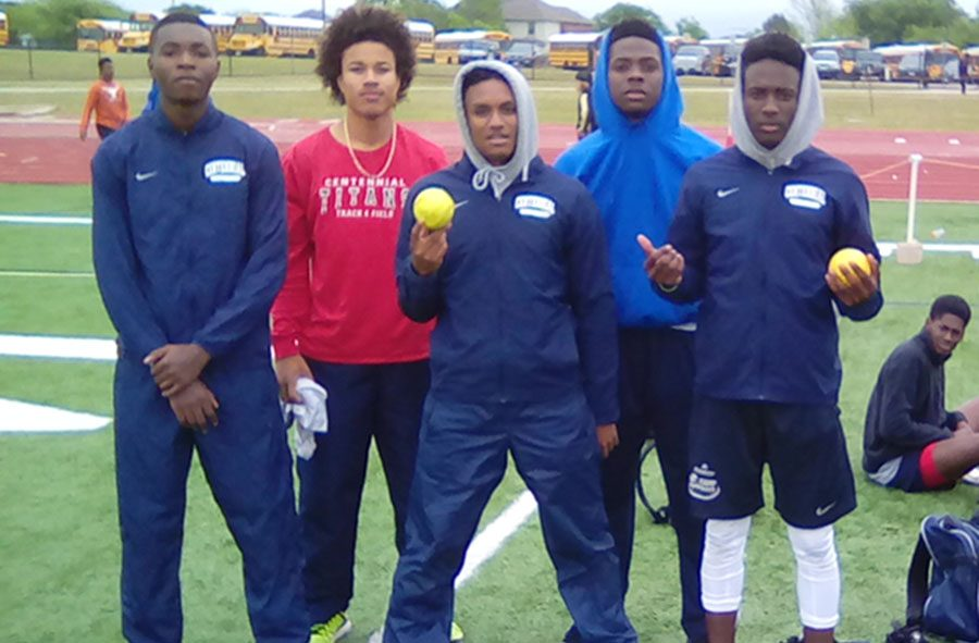 4x200 relay team and Raleigh Texada. (From left to right Frank Ohabor, Raleigh Texada, Hunter Williams,  Justen Laury, Jaylin Williams)