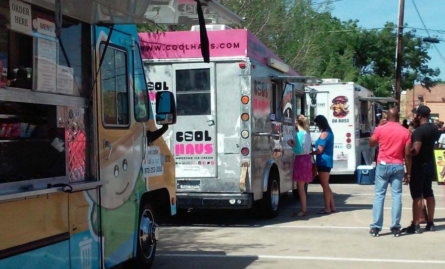 Food+trucks+at+the+StrEATS+festival.+