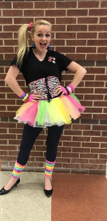 Lindsay Nellis embraces the 80s and shows some school sprite.