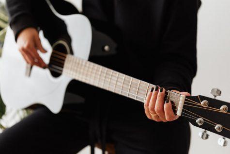 Source: pexels.com, Karonlina Grabowska,      guitar